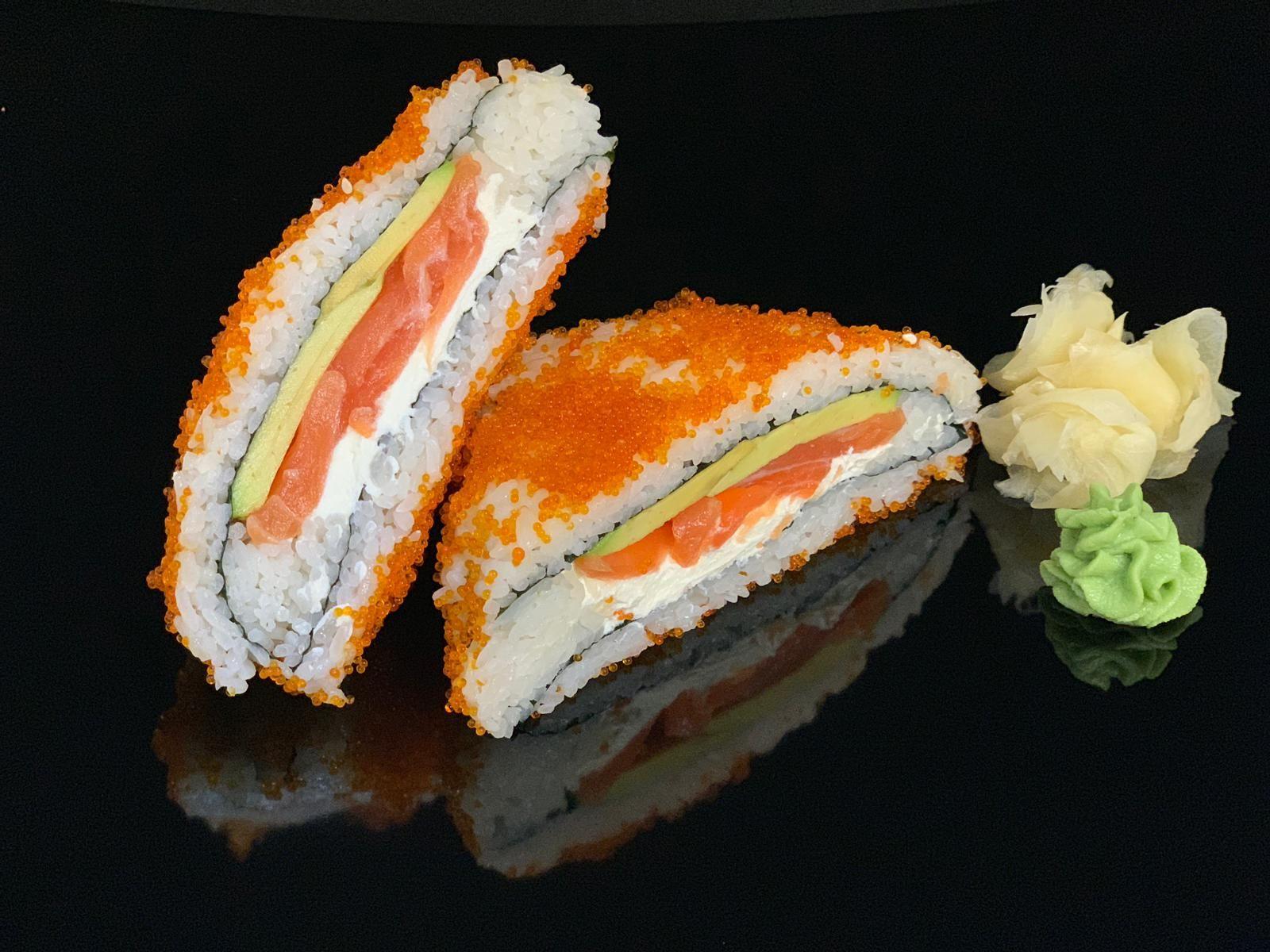 sandwich-roll-with-salmon-philadelphia-avocado