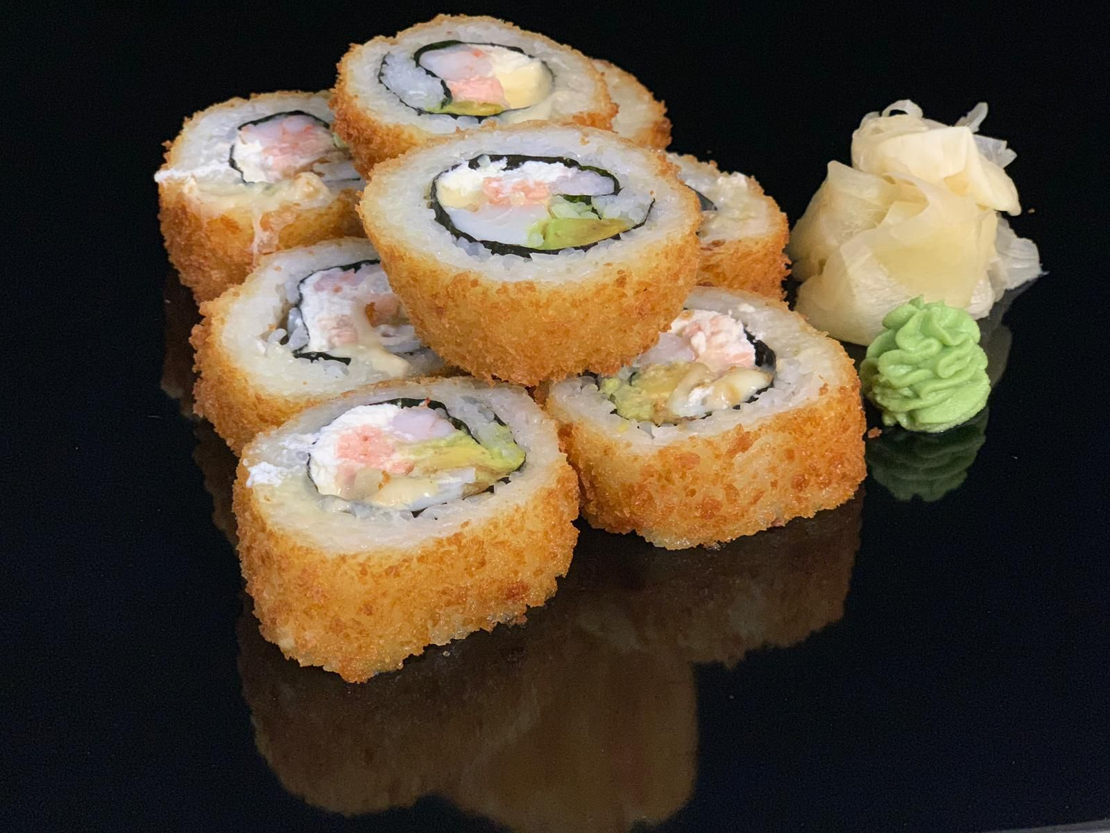 fried-roll-with-scallop-shrimps-salmon